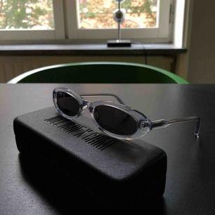 Chimi x Joel Ighe smala solglasögon. Nyskick. Nypris 1300kr. Kan mötas upp i centrala Stockholm eller skickas mot frakt.