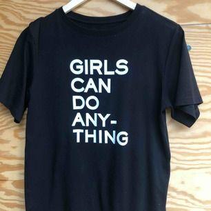 Jättefin T-shirt från Zadig & Voltaire i storlek S. Den är i väldigt fint skick, är som ny. Köpt i London i maj för 85 pund, vilket är ungefär 1050kr