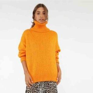 Stickad tröja från chiquelle, ser ut som på bild nr 1 men färgen är mer orange (som bild nr 2 visar)