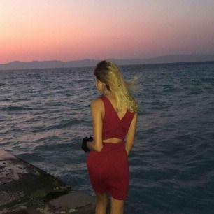 Figur klänning från mago med världen finaste passform, framhäver kroppen! Använd vitt ett tillfälle i jättebra skick👊🏾