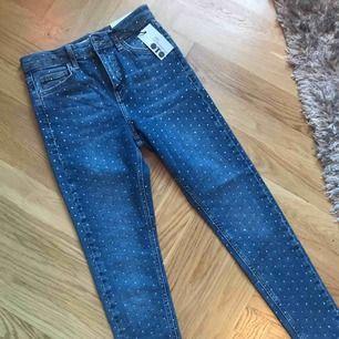 Så snygga jeans köpta här men kommer inte i dem :( Oanvända med lapparna kvar, har såklart testat men that's it! 259kr, som hittat!