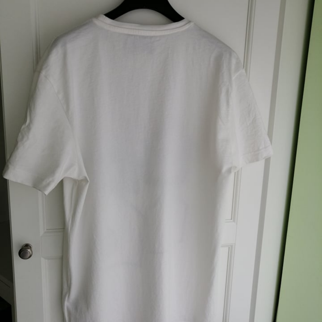 Gucci men t shirt slim fit, excellent condition, authentic, chest:53cm, length: 72cm, write me for more info. T-shirts.