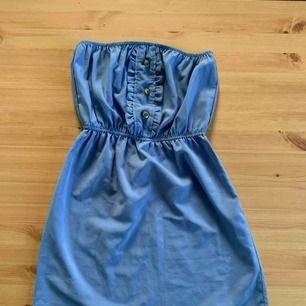 Använd en gång ljusblå tub klänning. fint skick. frakt ingår.