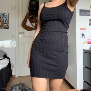 Fin klänning från weekday, aldrig använd 🦋