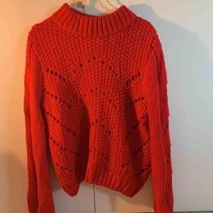 Väldigt tjockt stickad tröja från HM, ser väldigt lyxig ut just eftersom den är så pass tjockt stickad!