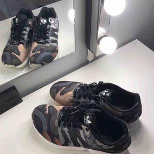 Jättefina Adidas skor i väldigt bra skick! Storlek 38 ⚡️Köpare står för frakten 💕
