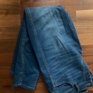 Jättesnygga jeans ifrån hollister som inte har kommit till användning. jag brukar ha M/L i mina byxor så passar nån med de storlekarna.