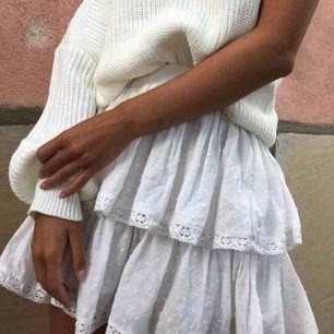 Världens finaste kjol! Slutsåld! Skulle säga att den passar XS-S, slutar vid mitten av låren på mig som är 169 🤘🏼