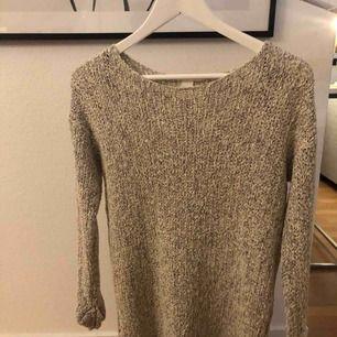 Stickad tröja från h&m, 50kr och köparen står för frakt.