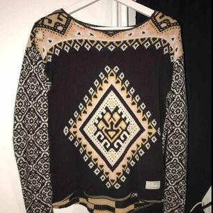 En mönstrad stickad tröja från Odd Molly som är i storleken 0 som motsvarar Xs/s. Den är köpt för ca 900kr och är sparsamt använd