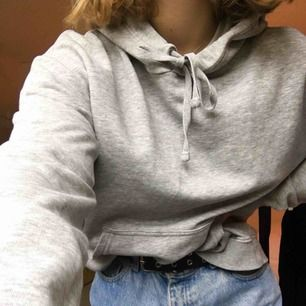 Jättemysig grå hoodie som helt enkelt inte kommer till användning längre💗63kr frakt