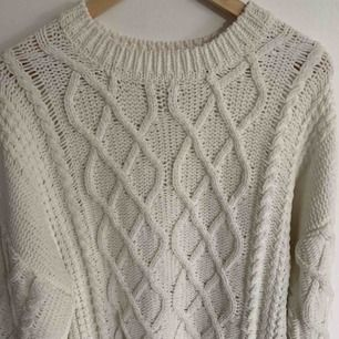 Vit mjuk stickad tröja från Lindex 100% polyester
