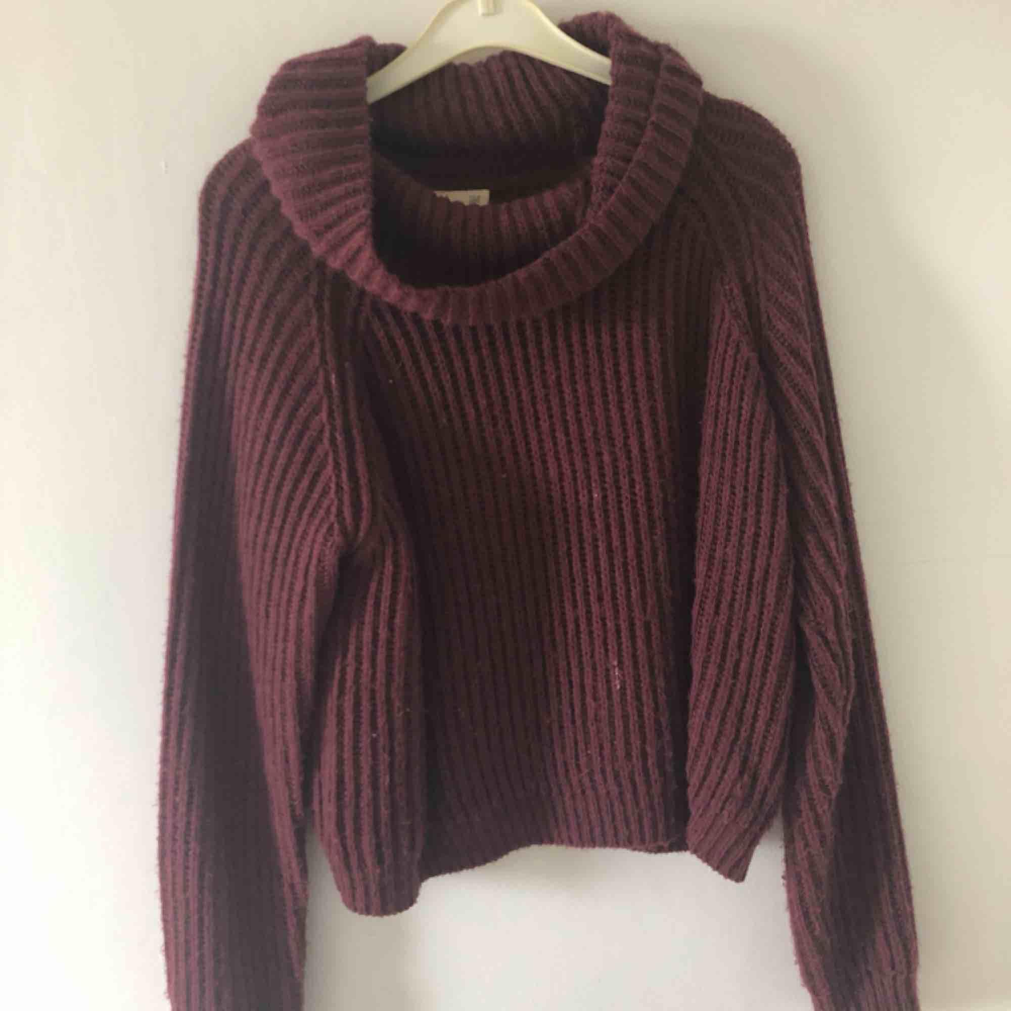 Varmare tröja från kappahls barnavdelning storlek 158/164. Den passar dock mig som är en S. Frakt tillkommer annars möts jag upp i Malmö/lund. Stickat.