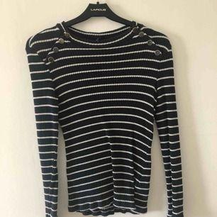 Superfin tröja från Gina tricot. Frakt tillkommer annars möts jag upp i Malmö/lund