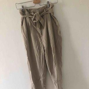 KostymByxor från hm i paperbagmodell. Frakt tillkommer annars möts jag upp i Malmö/lund
