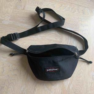 Eastpak midjeväska / magväska ca 6 månader gammal och använd fåtal gånger.