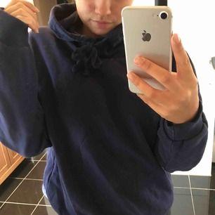 Blå hoodie från NAKD, aldrig använd ⭐️ köparen står för frakt