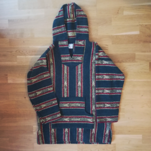 Amazing old school poncho for selling. Size XL, feels like L. Great condition. Post costs 75:- extra.