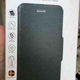 Helt nytt ideal of Sweden plånboksskal. Passar iPhone 8/7/6/6S Originalpris 399 Mörkgrönt fodral, svart magnetiskt Säljer pga råka köpa fel färg Köparen står för frakt