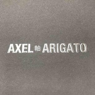 Helt oanvända Axel Arigato skor. Nypris ligger på 1600:-