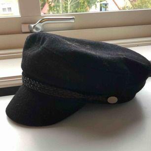 Hatt från vero moda i strl M/L, använd ett fåtal gånger. Eventuell frakt tillkommer