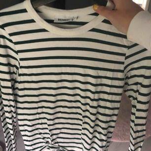 Säljer en tröja från Weekday. Använd en gång🥰 storlek S