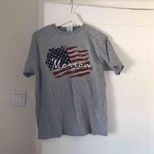 T-shirt köpt på second hand!!!