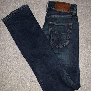 Jeans från Tiger of Sweden i stl 26/32, aldrig använda då dom är för små. Köparen står för frakt