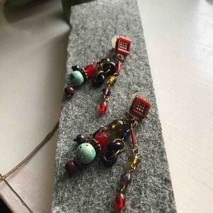 Vintage jewel.  Material koppar i grunden plus olika pärlor