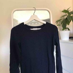 💕Mörkblå, mönstrad tröja från VERO MODA. Knappt använd. 💕
