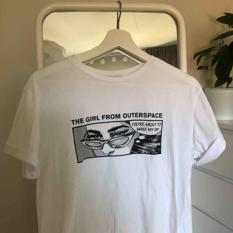 🖤Skitball tröja från Zara som endast är använd några gånger! 🖤. T-shirts.