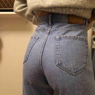 ⭐️Oanvända, jättesnygga mom-jeans från Zara. Lite liten i storleken så är snarare 36 skulle jag säga. ⭐️