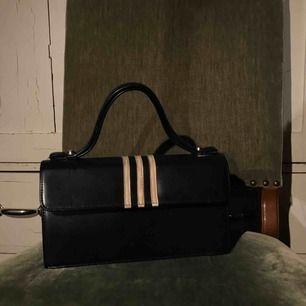 Väska köpt på Helping Hand