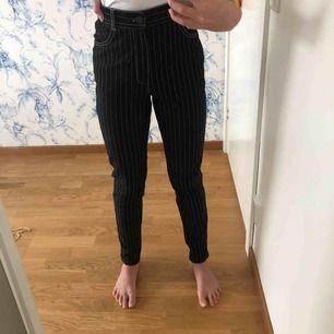 Supersköna randiga byxor från forever 21. Det är stl. S men sitter som XS. Säljer pga. Att de tyvärr inte kommer till användning. Möts upp i Stockholm eller så delar vi på frakten🥰