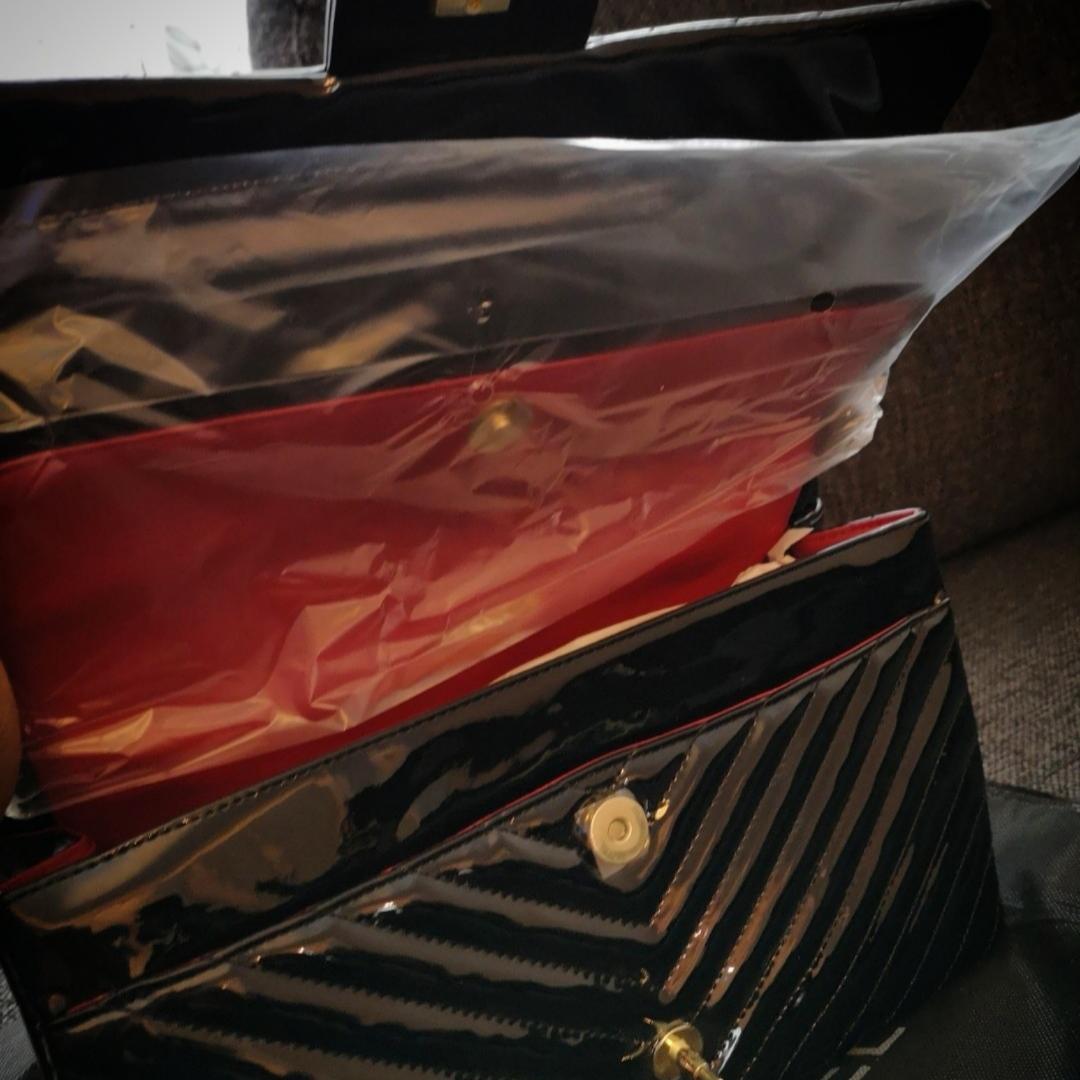 Elegant och snygg Chanel väska AAA kopia Säljes enligt bild. Frakta gärna om så önskas. Se gärna mina övriga annonser 🌺. Väskor.