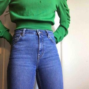 Jeans från Weekday i slim-fit modell. Sparsamt använda. Skickas mot porto.