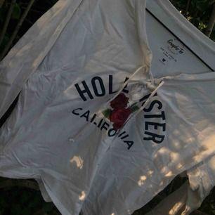 Passar xs. Från Hollister, endast använd 1-2 gånger.