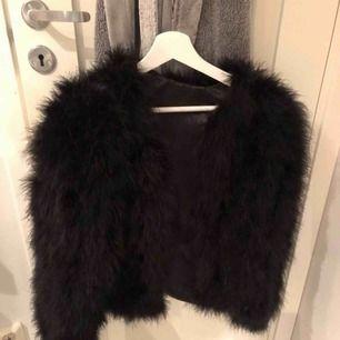 Snygg pälsjacka varm och god i storlek ( S )! köpt för 1200kr! Frakt tillkommer