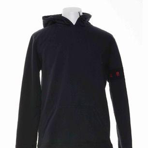 Axel Arigato hoodie, använd ca 2 gånger! Frakt tillkommer