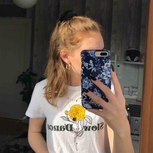 Cool t-shirt med tryck✨ frakt tillkommer