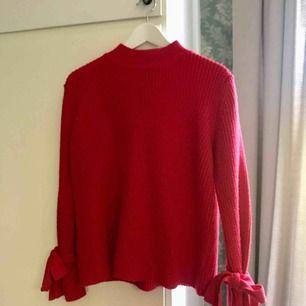 Superfin röd stickad tröja från Gina tricot! Storlek S. Perfekt nu till höst och vinter 🍂🍁🍃