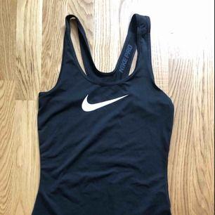 Linne ifrån Nike! Väldigt mkt stretch så passar XS-m