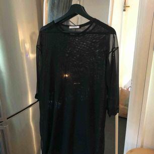 Oversized transparent tröja från Nelly. Knappt använd! Skickas mot fraktkostnad.