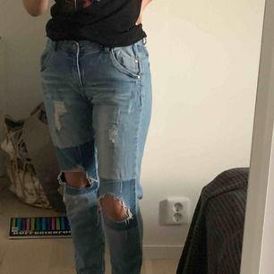 Fräcka jeans i storleken 164💗 Low/mid waist Säljs då de inte kommer till användning längre & de är ganska gamla, köpare står för frakten:)