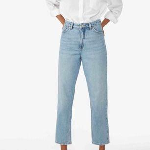 Taiki jeans från monki (mom jeans ungefär) i storlek 29, längden står ej men passar bra på mig som är 167 cm. (Modellen bär storlek 26 och är 170 cm) sparsamt använda o säljer pga för stora. Fraktkostnad tillkommer 💞