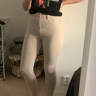 Fett snygga Molly jeans från Gina Tricot💕 Tror inte att denna färg säljs längre, köpare står för frakt💕