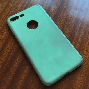iPhone 7+ skal säljs pga att den inte passar min iPhone 6+ som syns på bilden. Supersnygg piggelin-grön färg.