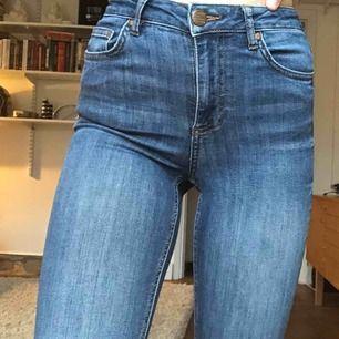 Skinny jeans från Cubus i fint skick💕 Skriv privat för fler bilder. Frakt tillkommer🥰