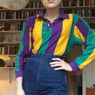 Skitsnygg tröja från Beyond Retro. Har inte använt den förutom på bilderna och är i jättefint skick!🥰 frakt tillkommer.