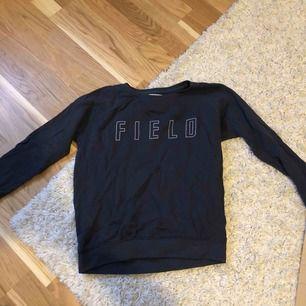 Marinblå tröja från Lager157. Jätteskönt & mjukt material inuti